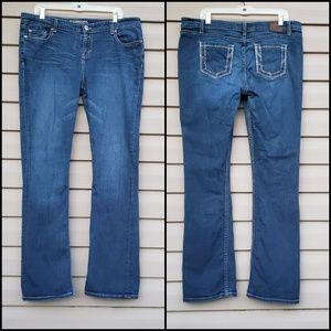 Buckle BKE Sabrina midrise Bootcut jeans